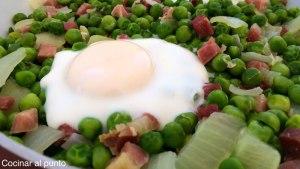 guisantes con huevo y jamon