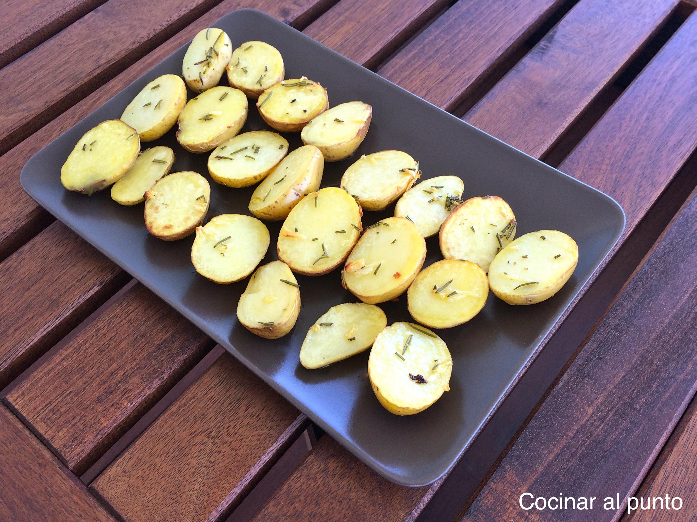 Patatas al romero en horno cocinar al punto for Cocinar patatas al horno